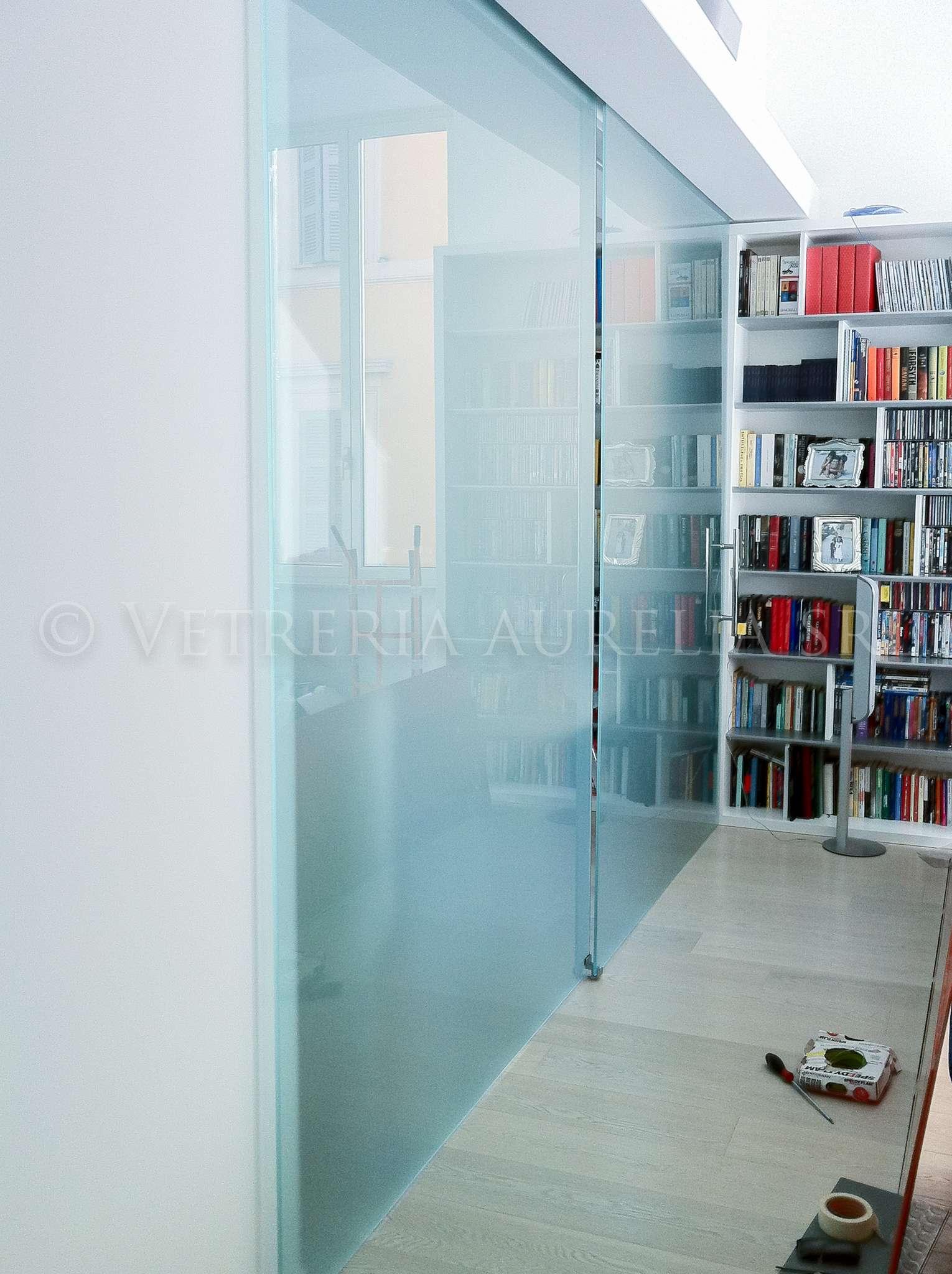 porta in vetro satinato scorrevole meccanismo invisibile